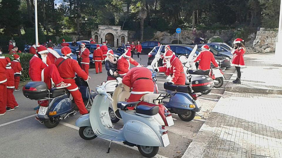 I Babbo Natale in festa