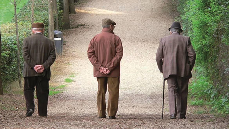 Anziani, i centenari sono il nuovo ceto sociale d'Italia