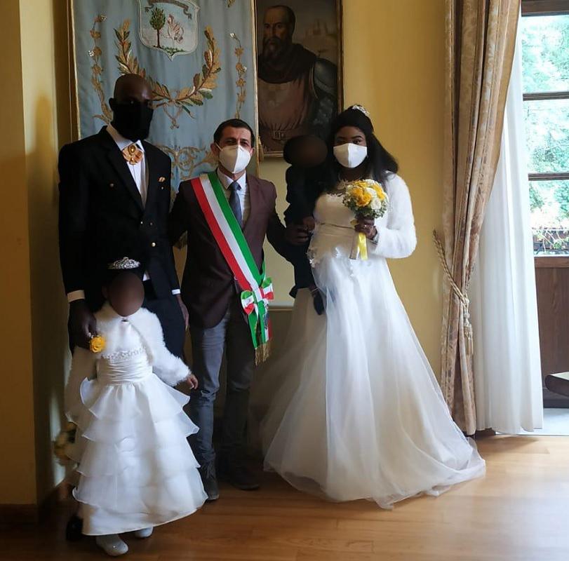 Medihospes, grande commozione per il matrimonio di una coppia nigeriana a Lauria