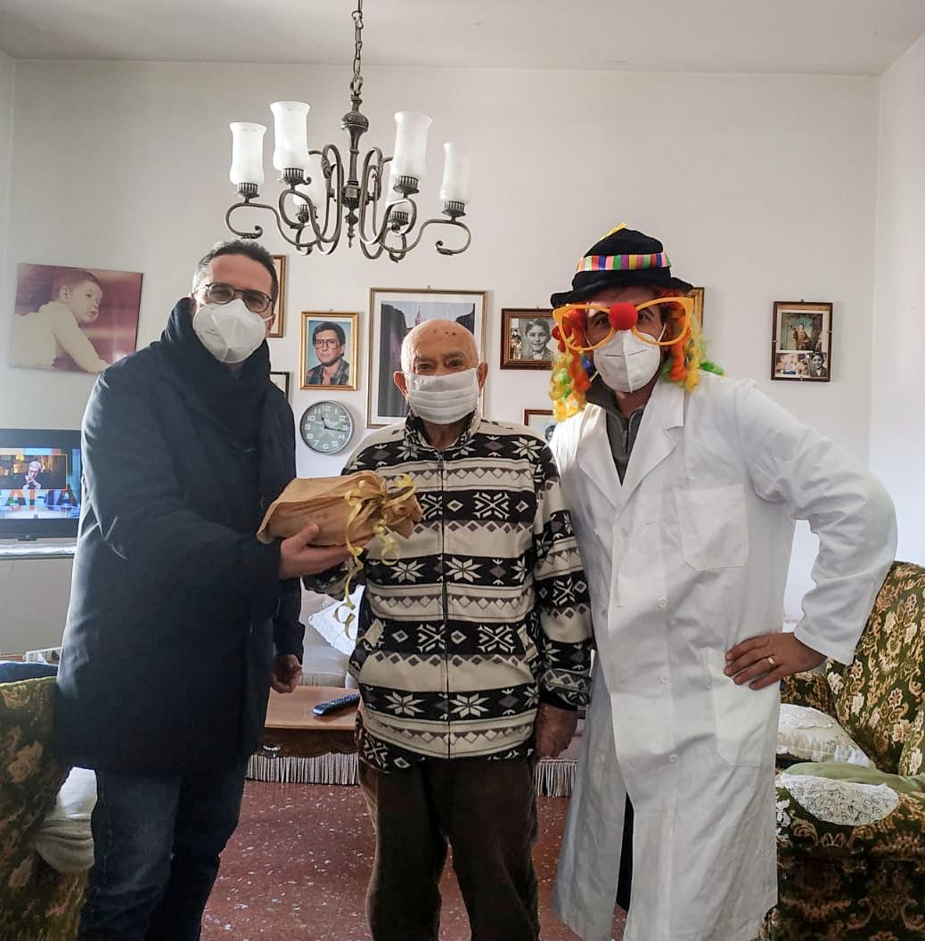 Ascoli, gli anziani festeggiano il Carnevale con i dolci donati dalla Medihospes